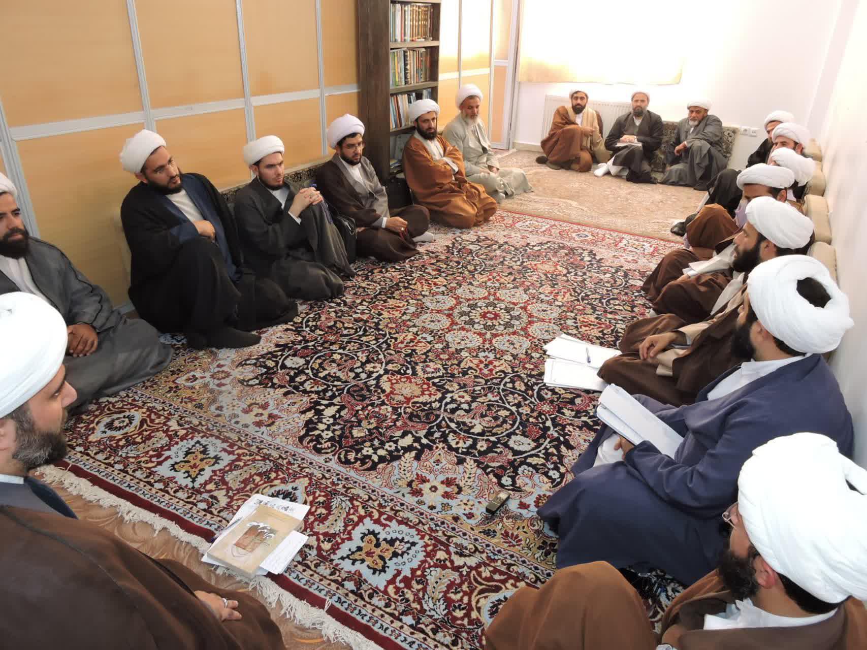 جلسه مدیریت و معاونان با اساتید